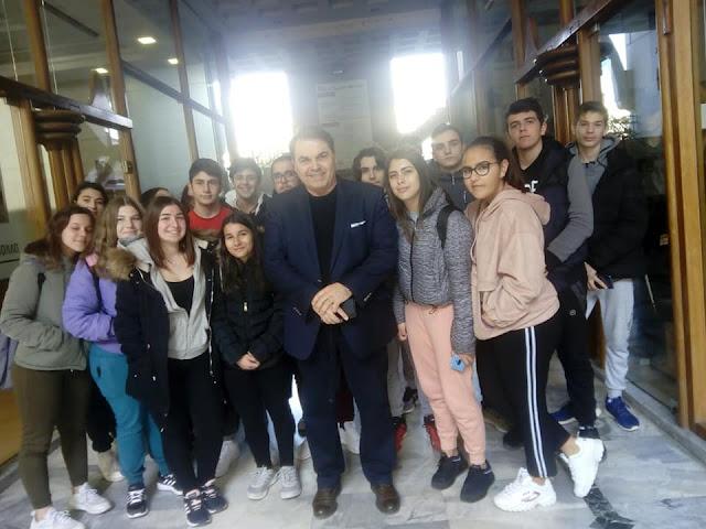 Μαθητές του 2ου ΓΕΛ Άργους στο Δημαρχείο της πόλης