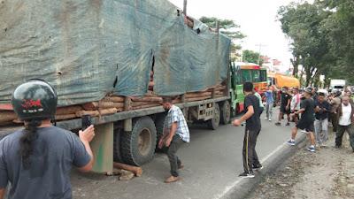 Tabrakan Bus Pariwisata Vs Truk Fuso di Simalungun, 2 Orang Luka Berat