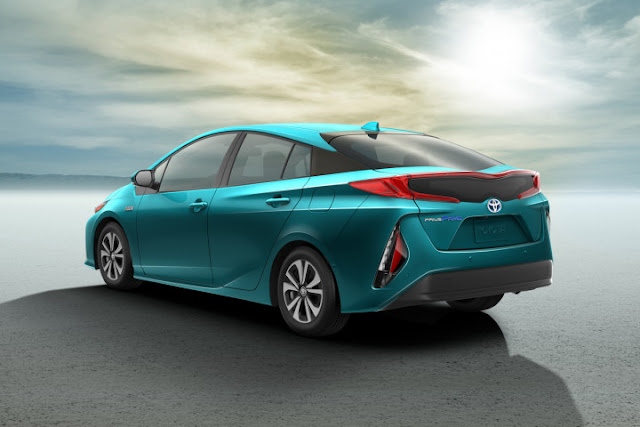 Toyota unveiled it's 2017 Plug-in Hybrid, The Prius Prime