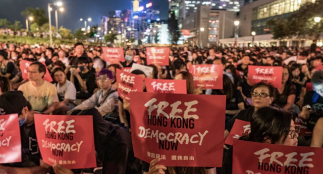 Hong Kong Protesters Visit G20 Consulates, Thank Trump for Support