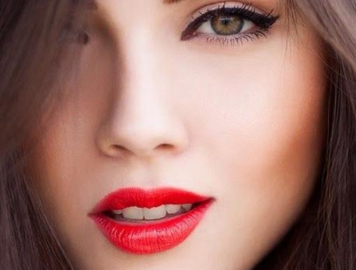 Buat Mata Lebih Tajam Sengan Eyeliner Maybelline
