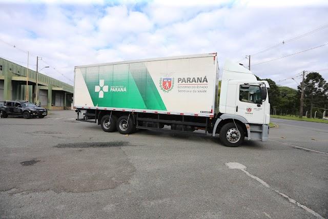 Caminhões carregados com insumos para a vacinação iniciam distribuição no Estado