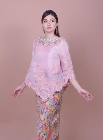 Model Baju Batik Kombinasi Brokat Modern