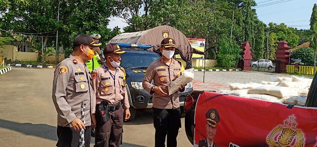 Polres Sukabumi Salurkan 4 Ton Beras Ke Warga Terdampak Covid-19