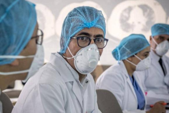 في خضم الوباء.. هجرة الأطباء تزيد الضغط على النظام الصحي في المغرب