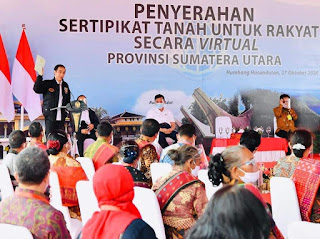 Jokowi Serahkan sertifikat Tanah di Humbahas