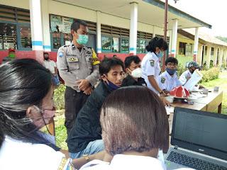 200 KK di Lembang Batualu Selatan Tator Terima BLT, Bhabinkamtibmas dan Babinsa Kawal Penyaluran