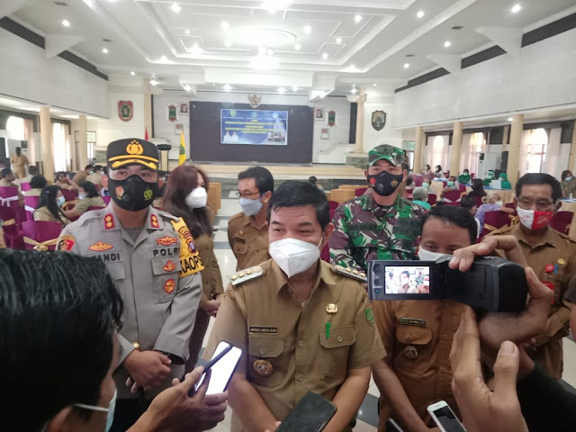 Momen Peringatan Hardiknas Pemkab Bartim Laksanakan Vaksinasi Untuk PTK dan Lansia