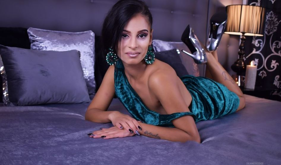 DeaneDeeDee Model GlamourCams