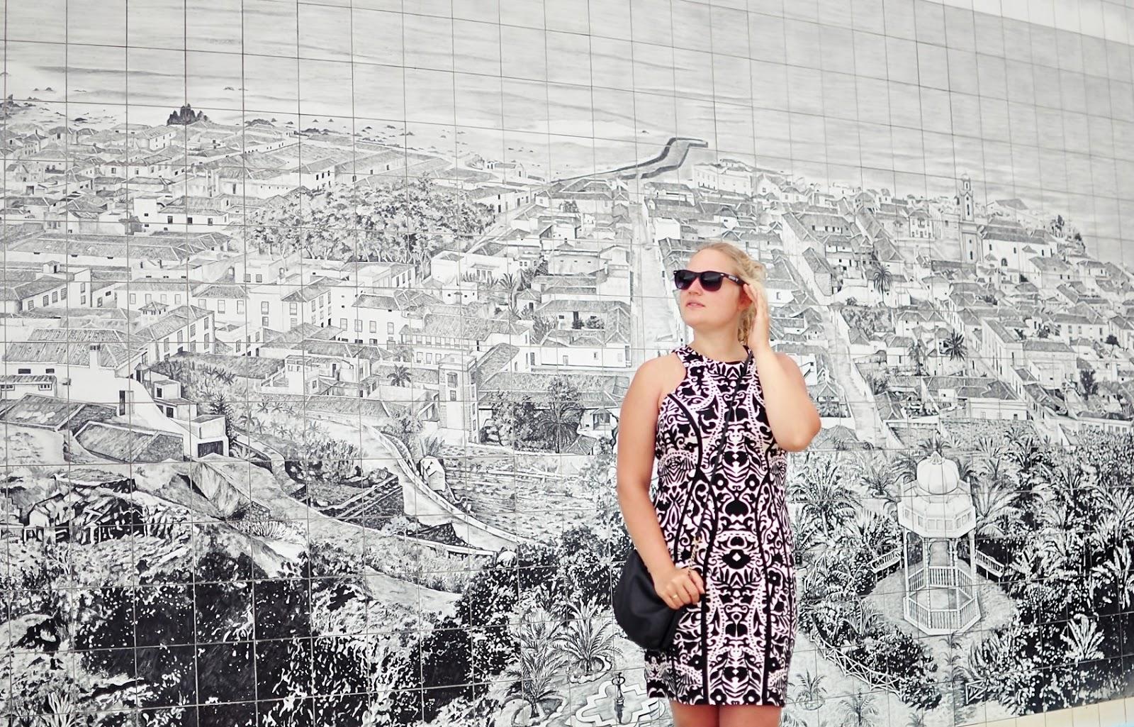 sukienka_wzory_czarno-biała