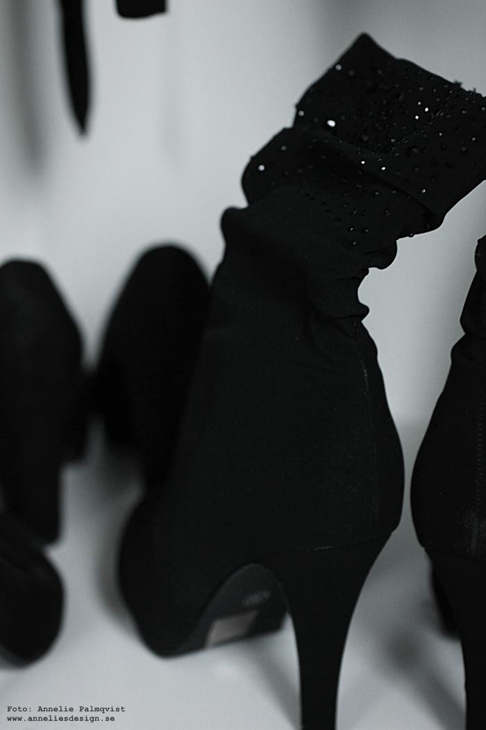 walk in closet, öppen garderob, svart och vitt, glitter, skor, stövlar, klänning, klänningar,
