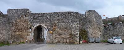 Upper Gate y Castillo de Ohrid al fondo.