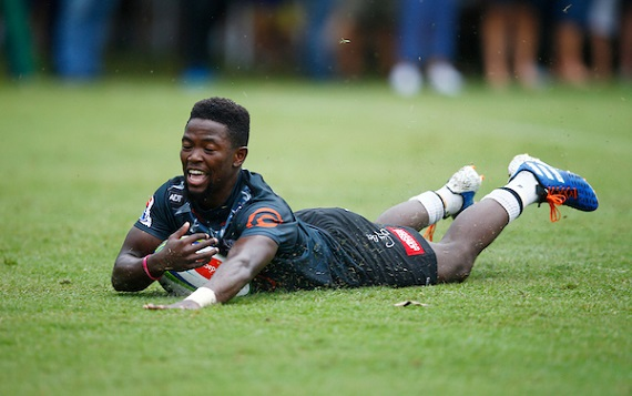 Sanele Nohamba scores for the Cell C Sharks in their pre-season fixture against Russia