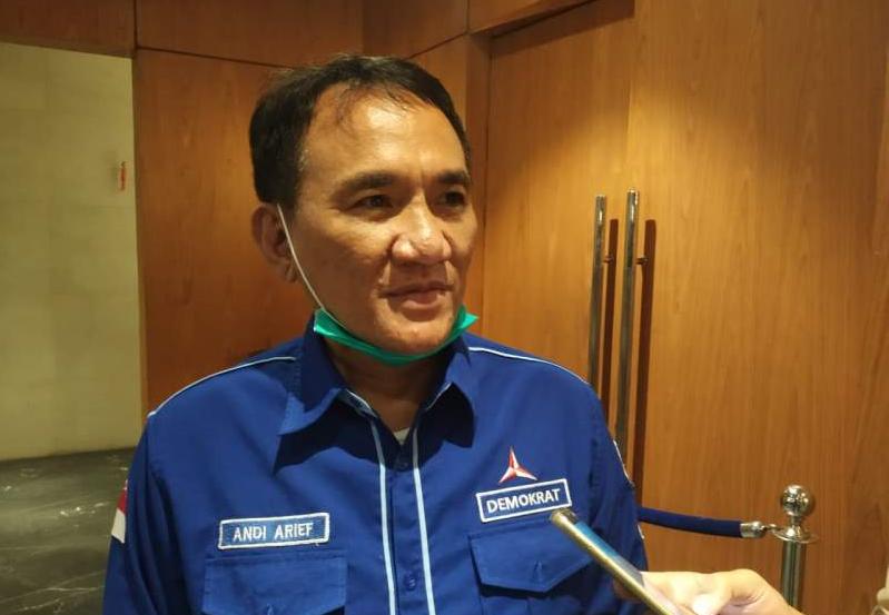 TNI Copot Baliho Habib Rizieq, Andi Arief: Berarti Negara dan Seluruh Pendukungnya Kalah