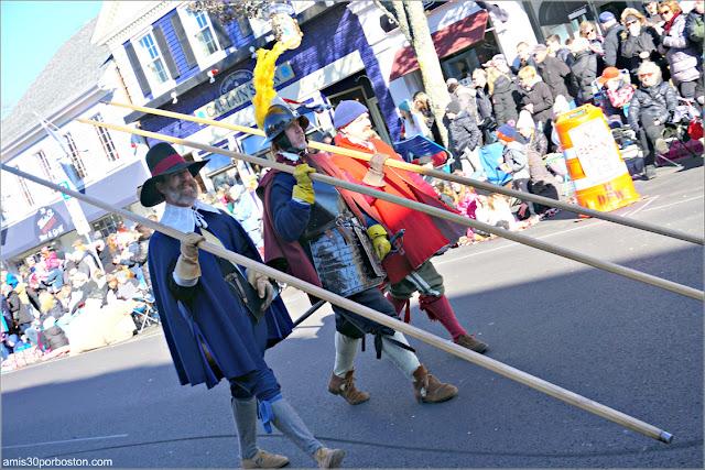 Salem Trayned Band en el Desfile de Acción de Gracias de Plymouth
