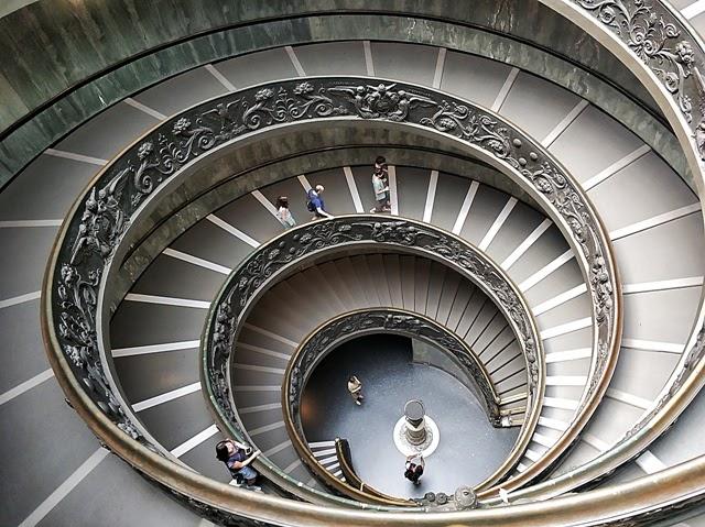 Espectacular salida de los Museos Vaticanos
