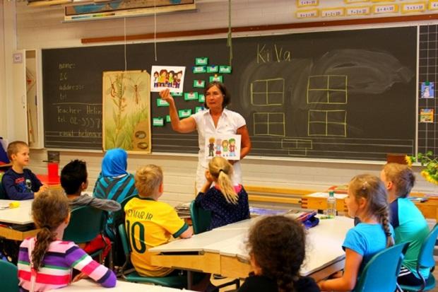 Anah Tapi Nyata ! Siswa di Sekolah Ini Wajib pake iPad ! Aneh Tapi Nyata 4 Sekolah Ini