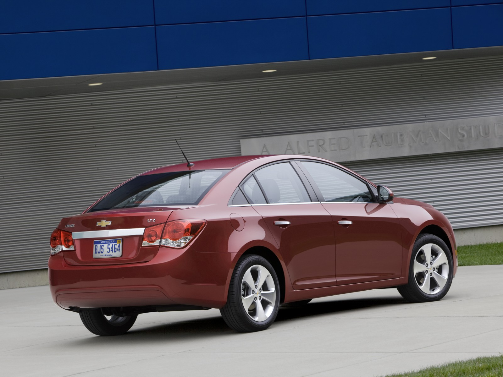2011 chevrolet cruze ltz pictures wallpapers specifications interiors and exteriors pictures. Black Bedroom Furniture Sets. Home Design Ideas
