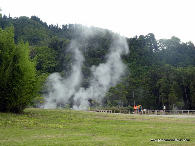 humo blanco fumarolas de Furnas en Azores