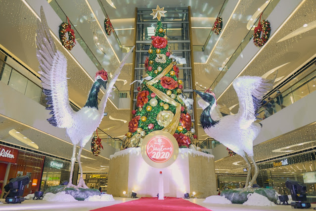 Christmas Mornings in the Orient with SM Seaside City Cebu's 45-foot tree
