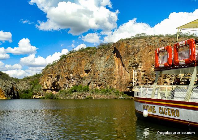 Passeio de barco no Cânion de Xingó