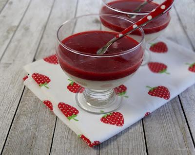 Grießpudding mit Erdbeersoße