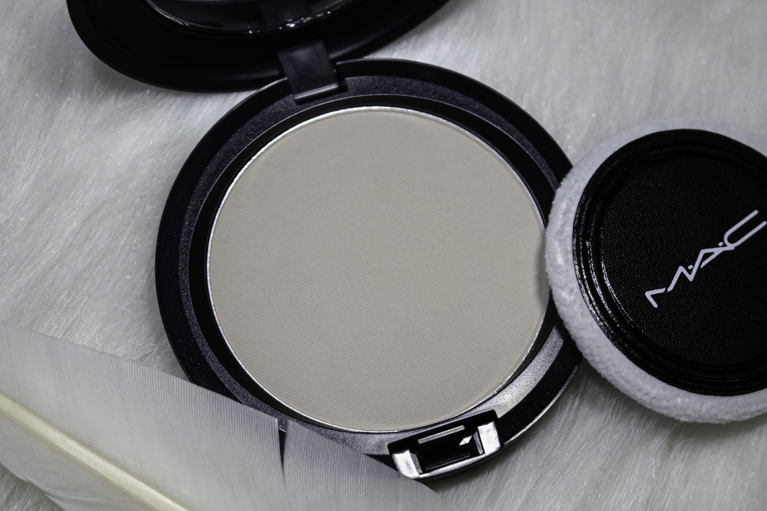 a clos eup picture of opened makeup owder by mac cosmetics