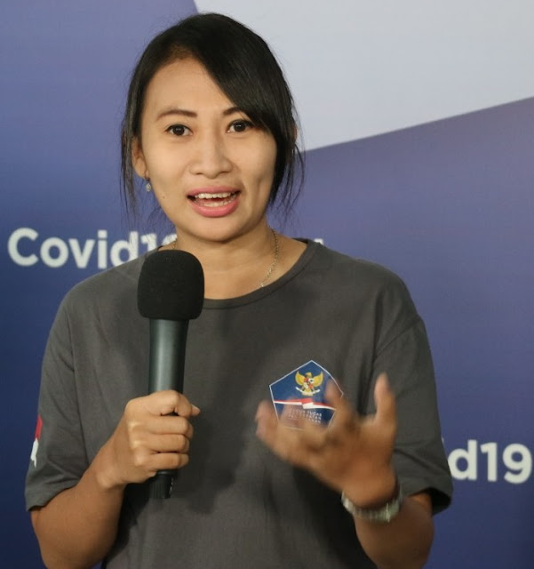Ika Dewi Maharani Berbagi Cerita Suka Duka Jadi Supir Ambulans Covid-19