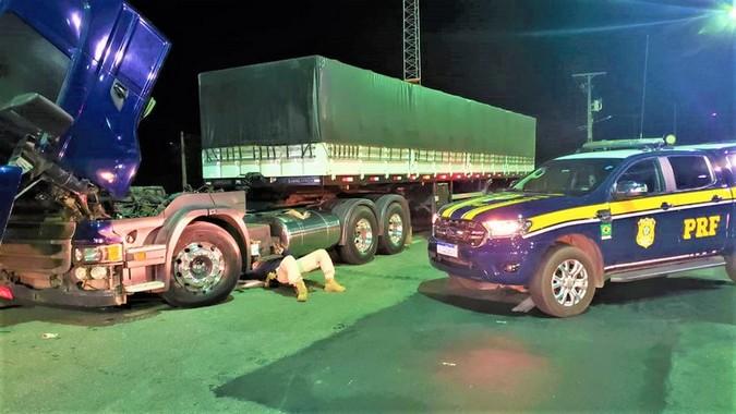 VÍDEO: Scania roubada há 5 anos é recuperada pela PRF na BR 116/BA