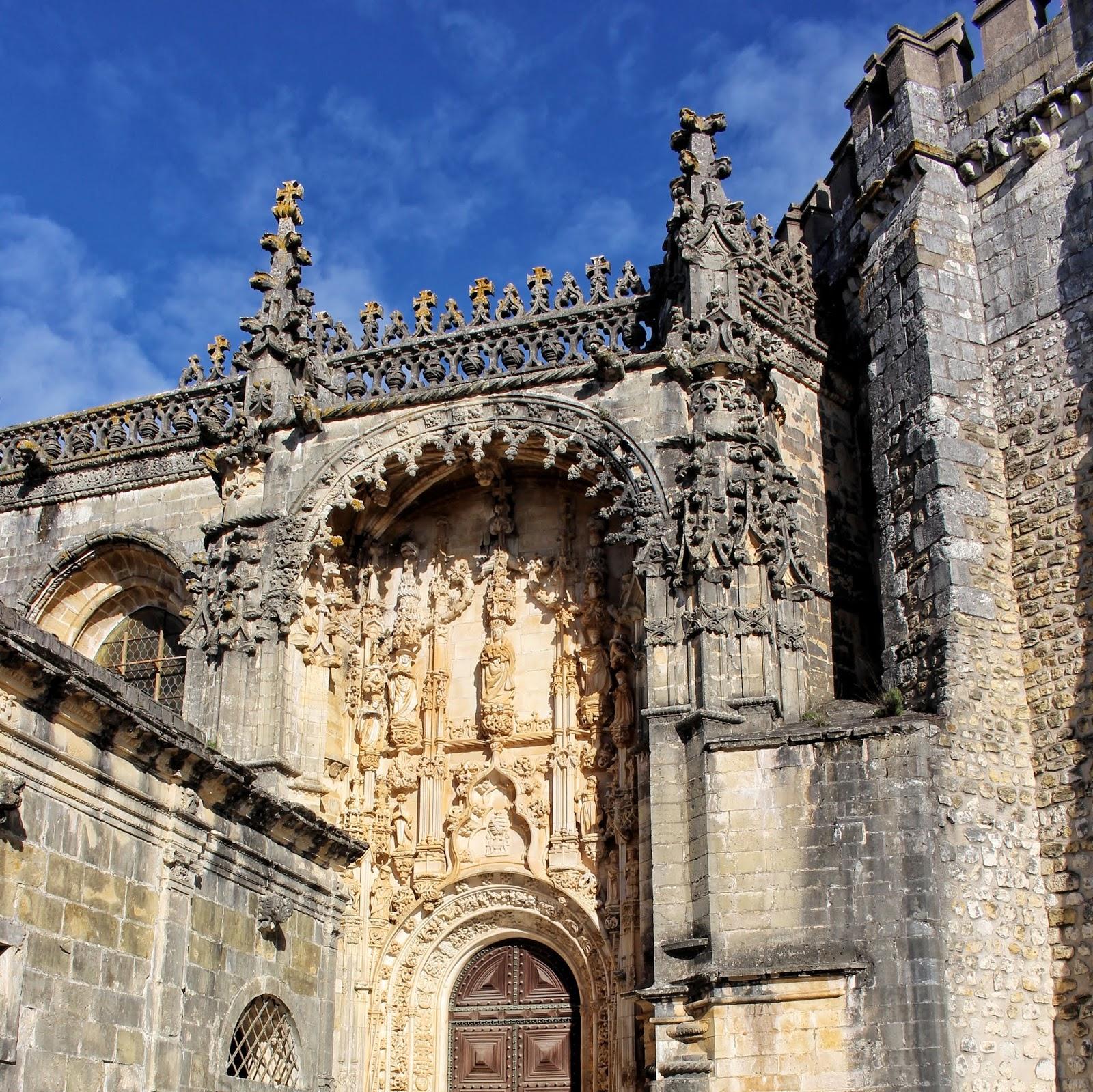 Pormenores arquitetónicos do Convento de Cristo