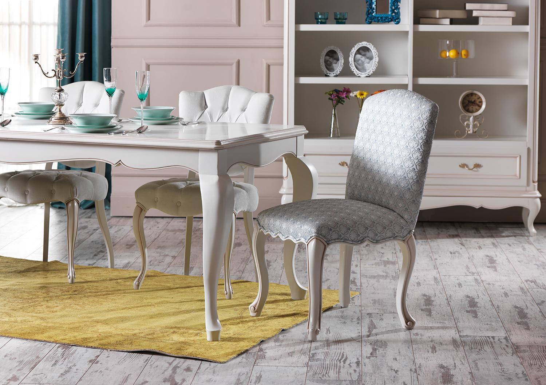 Dekorasyonda çizgili mobilya trendi