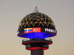 Nuestro Tricolor ilumina la Torre Atakule de Ankara en Turquía