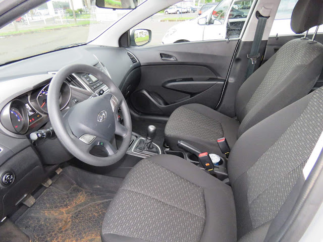 Volkswagen Up! TSI x Hyundai HB20 1.0 - espaço interno