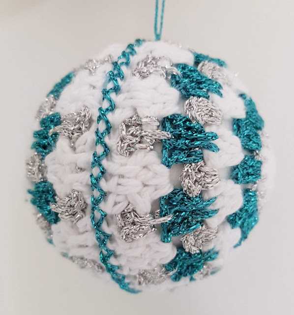 Click to find this free and easy sparkly crochet Christmas bauble pattern