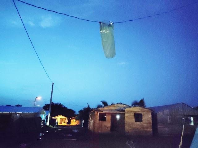 Fuertes vientos en medio de aguacero deja varias casas sin techo en Dajabón.