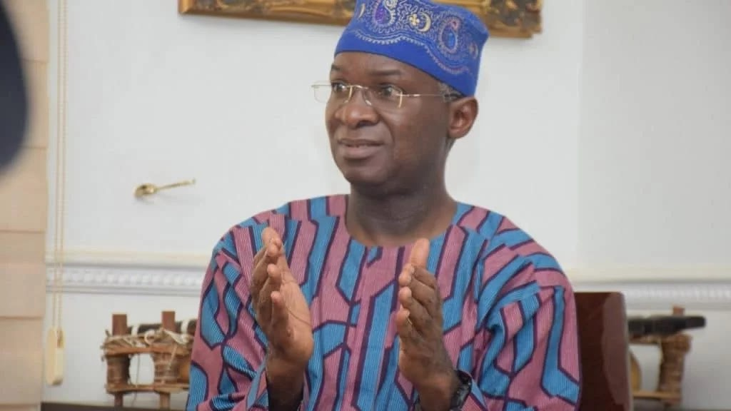 End SARS: What Fashola told Buhari about Lekki toll gate shooting during FEC meeting #Arewapublisize