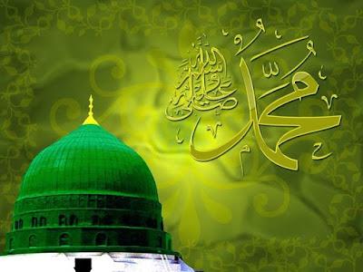 صورة جميلة جدا تجمع بين القبة الخضراء في المدينة المنورة وبجانبها زخرفة لاسم النبي محمد صلى الله عليه وسلم