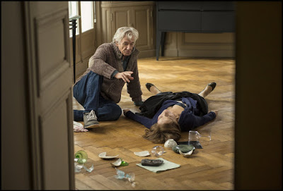 Elle Isabelle Huppert and Paul Verhoeven Set Photo (19)