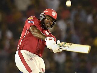 क्रिस गेल आईपीएल में 300 छक्के लगाने वाले पहले क्रिकेटर बने