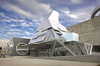 10 cool colleges with futuristic buildings