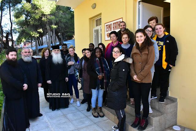Φοιτητές από Αμερικανικό κολέγιο πρόσφεραν εθελοντική εργασία στο Συσσίτιο Ευαγγελίστριας Ναυπλίου (βίντεο)