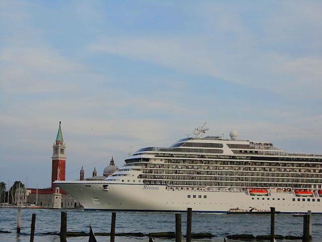 Proč velké lodě hned tak nezmizí z Benátek?