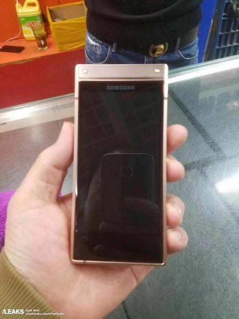 Siêu phẩm nắp gập Samsung W2019