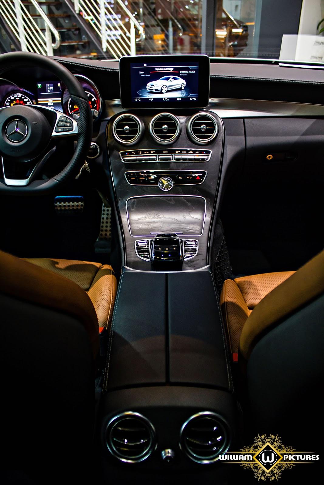 Vị trí ngồi của lái xe khá thấp, mang lại cảm giác thể thao và sự phấn khích cho lái xe