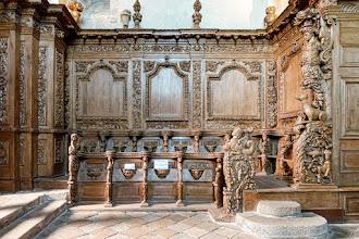 Ailleurs : Ancienne église abbatiale du Moutier d'Ahun, portail gothique et boiseries baroques, somptueux patrimoine de la Creuse