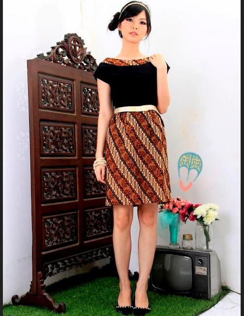 Dress Batik Kerja dengan blok pola vertikal