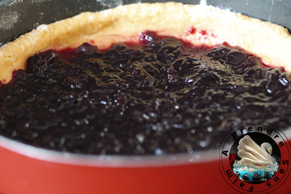 Gâteau basque à la confiture de cerises (pas à pas en photos)