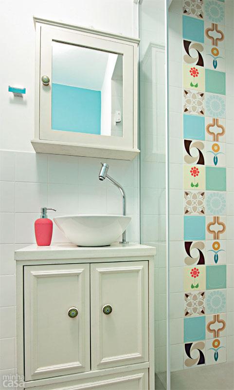 Kitnet reformada e decorada, cores vibrantes, estilo retrô. Blog Achados de Decoração