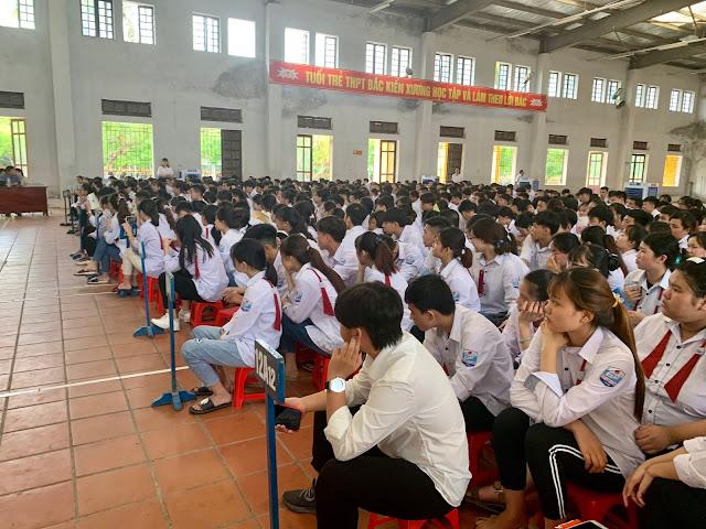Diễn giả Nguyễn Quốc Chiến định hướng nghề nghiệp cho học sinh Thái Bình