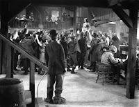 """Чарли Чаплин и Джорджия Хэйл в фильме """"Золотая лихорадка"""" (1925) - 9"""